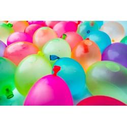 Vackra folieballonger som bildar texten PARTY